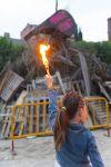 Grans i petits es van concentrar al parc Folch i Torres per veure l'encesa de la foguera
