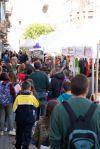 Parades de venda de roses i llibres als carrers del nucli antic
