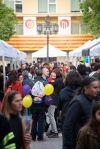 Parades de venda de llibres i roses als carrers del nucli antic